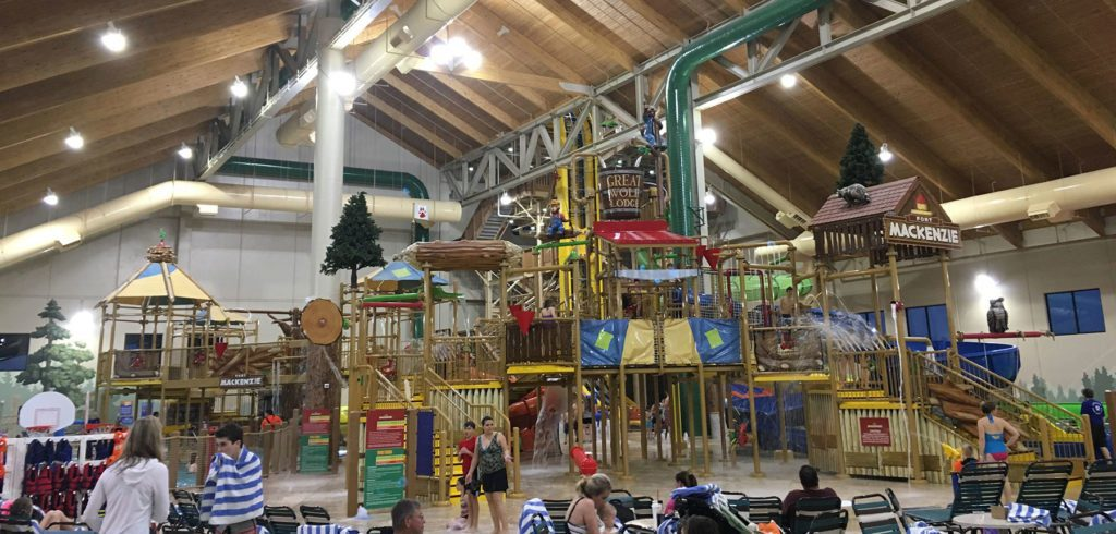 Offering free admission to the on-site indoor and outdoor water parks, Great Wolf Lodge is located 2 miles from Niagara Falls. It boasts spas, miniature golf and spacious suites with flat-screen cable TVs/10(3K).